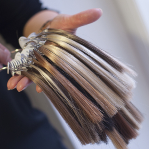 verschillende kleuren haarwerken 4 Your Hair Zutphen