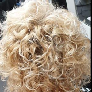 krullenknippen bij 4 Your Hair Zutphen